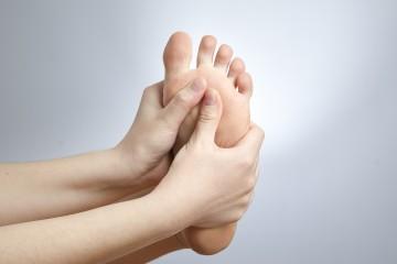 Wenn die Füße brennen: Burning-Feet-Syndrom.