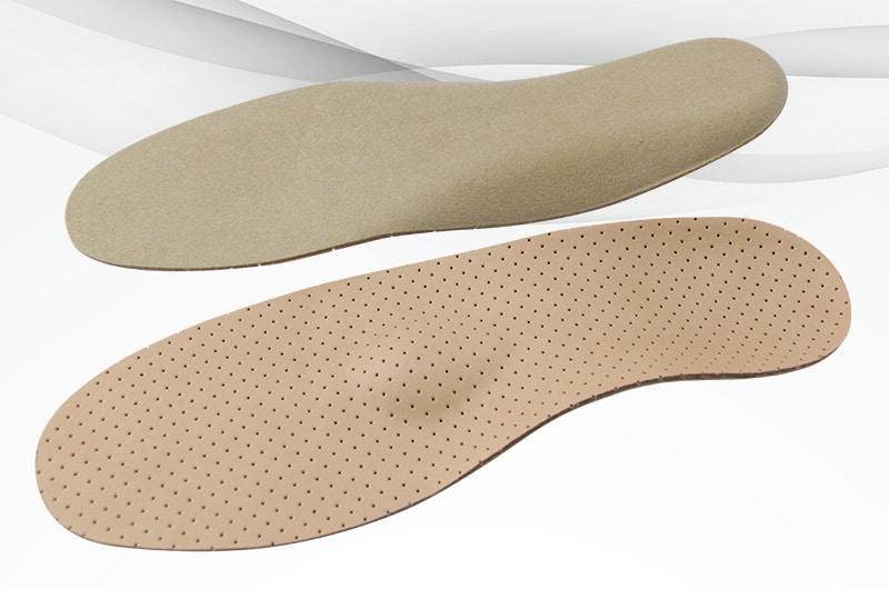 Kork-Leder-Einlagen können bei Rückenschmerzen, Fußschmerzen und anderen Beschwerden helfen.