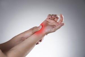 Rheumatische Schmerzen im Handgelenk