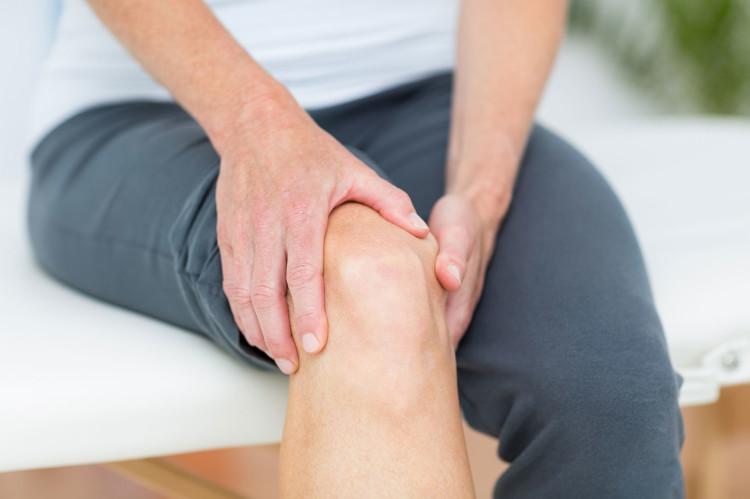 Röntgen und MRT-Untersuchung sorgen für eine verlässliche Diagnose, wenn das Knie dick geschwollen ist.