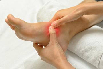 Fußschmerzen im Mittelfuß.