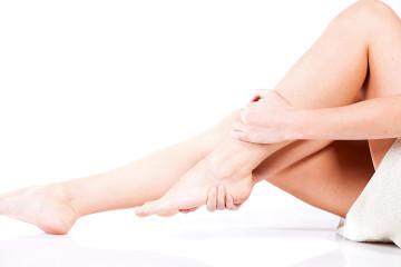 Spitzfuß verursacht Fußschmerzen.